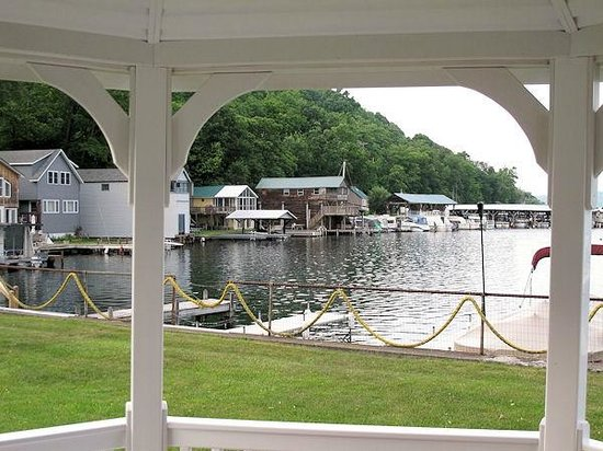Keuka Lakeside Inn: View through the gazebo