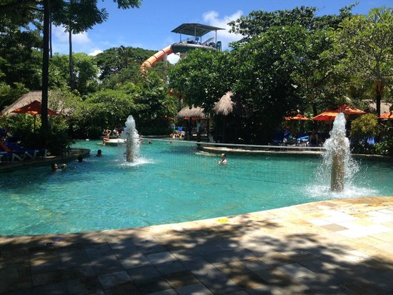 Waterbom Bali : relax by the pool