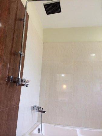 Hotel Seven Star: Choice of bathtub and rainfall shower