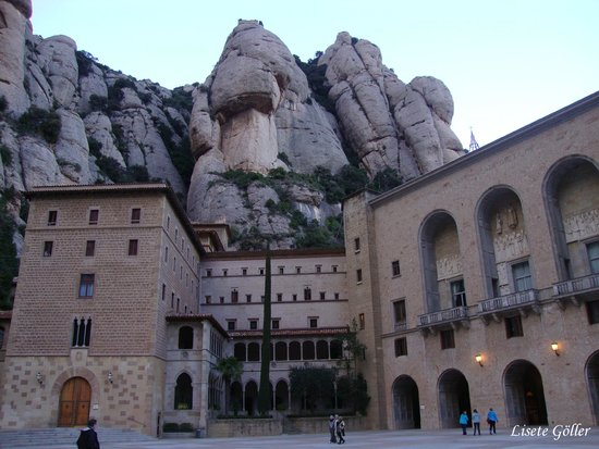 Montserrat Monastery : Vista parcial do Mosteiro e os Montes Serrados