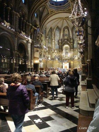 Montserrat Monastery : O interior da Basílica de Montserrat