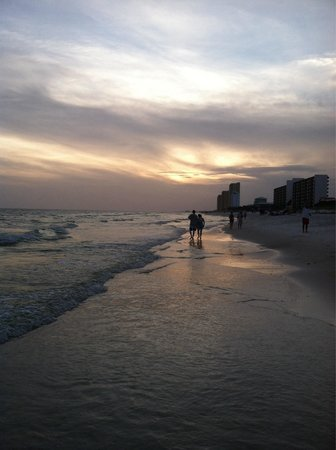 Palmetto Inn & Suites : Sunset on the beach in front of the Palmetto.