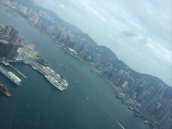 The Ritz-Carlton, Hong Kong : 九龍半島、香港島の眺め
