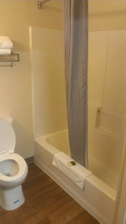 Extended Stay America - Minneapolis - Woodbury: Bathroom