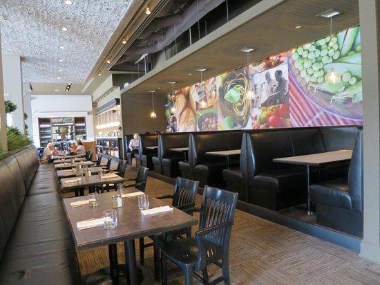 Oliver & Bonacini Cafe Grill : Interior