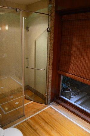 Ananta Spa & Resorts: Large bath