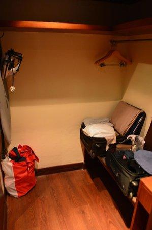 Ananta Spa & Resorts: Large closet