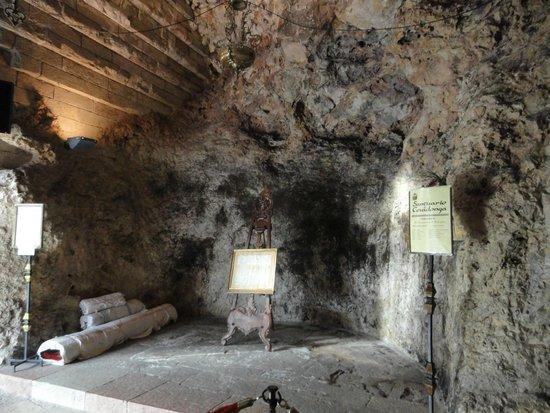 Basílica de Santa María la Real de Covadonga: La Santa Cueva