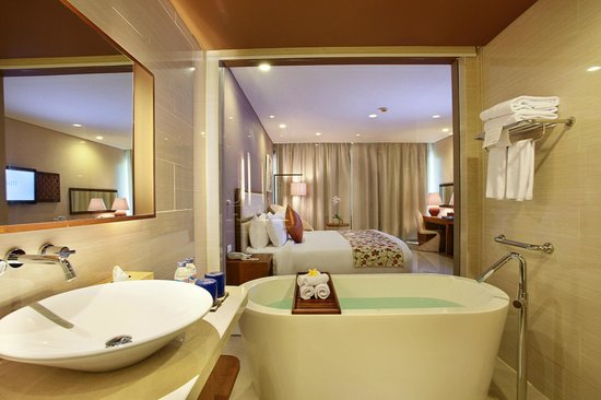 VOUK Hotel & Suites: Bathroom at Deluxe Room