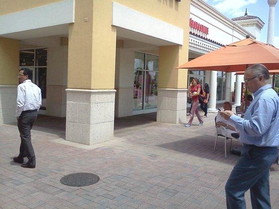 Orlando International Premium Outlets: Pasillo