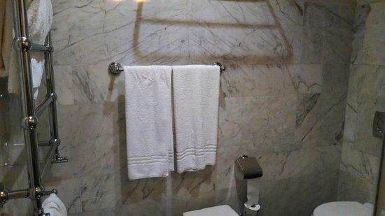 Hotel Principe Torlonia : Banheiro