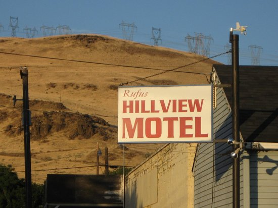 Rufus Hillview Motel: On the main drag
