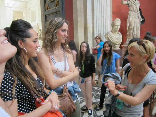 Tours of the Vatican with Tom & his Team : Francesca at work!