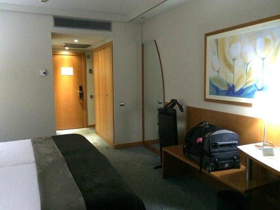 Hotel Exe Plaza: Просторненько и аскетично