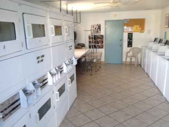 Shangri-La RV Resort: Laundry room