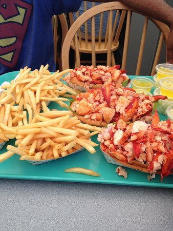 Arnold's Restaurant: now that's a lobster roll
