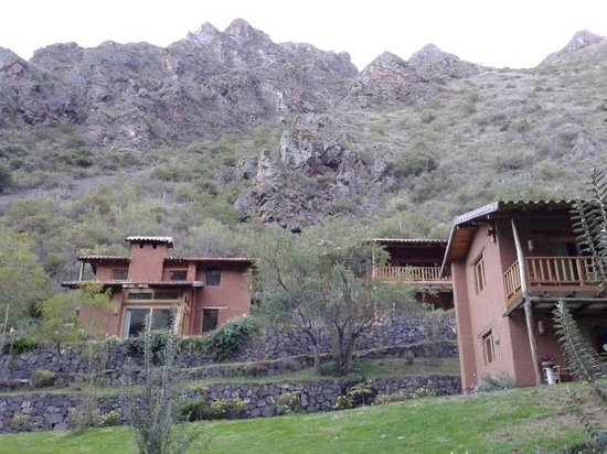 Sacred Dreams Lodge: Mountain behind hotel