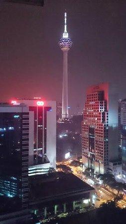 PARKROYAL Serviced Suites Kuala Lumpur: ホテルから見えたKLタワー
