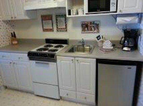 Lanai at the Cove: kitchen