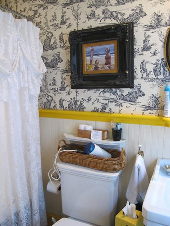 Armstrong Inns Bed and Breakfast: Bathroom