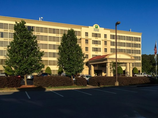 Holiday Inn Express Atlanta-Kennesaw: Kennesaw HIEX in Early Morning Sun