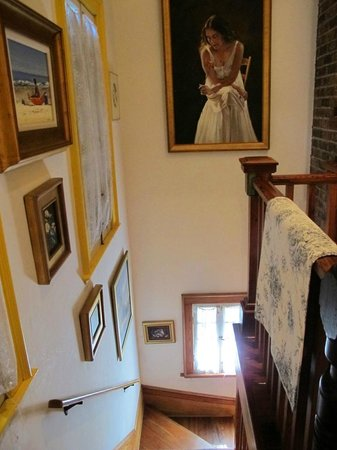 Armstrong Inns Bed and Breakfast: Stairway from Bedroom