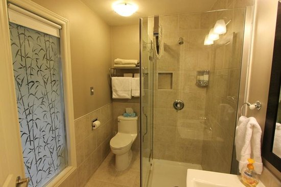 The Stella Rose B&B: Bath of Sunset Suite