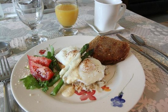 The Stella Rose B&B: Breakfast:  Eggs Benedict