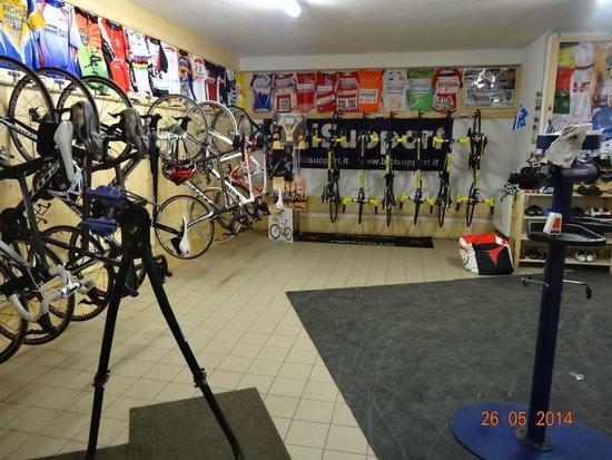 Hotel Funivia: bike room