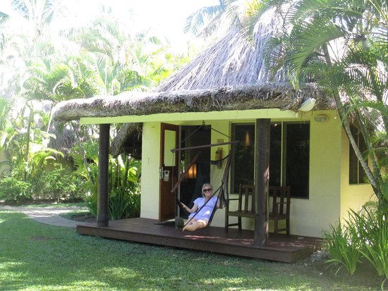 Outrigger Fiji Beach Resort: plantation bure