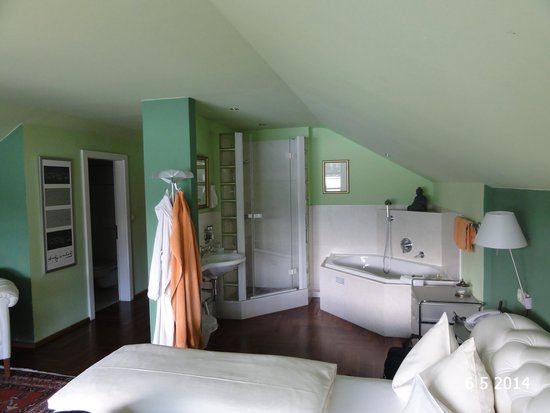 Hotel Cortisen am See: Limelight suite with the open bathroom