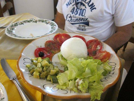 Cumpa' Cosimo: Buffalo Mozarella salad
