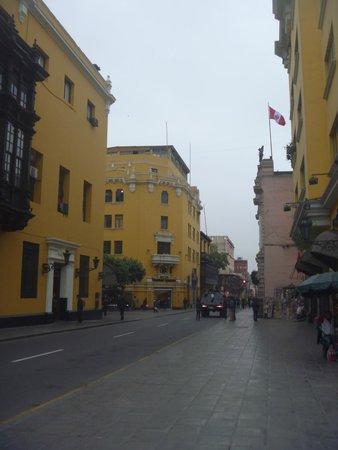 Plaza de Armas (Plaza Mayor): Vista de uno de las calles laterales