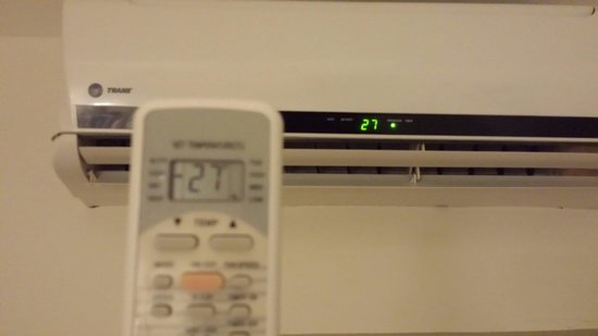 Hotel & Suites Nader: Programmable A/C.  Fantastic!!  A/C is a necessity in June/July!