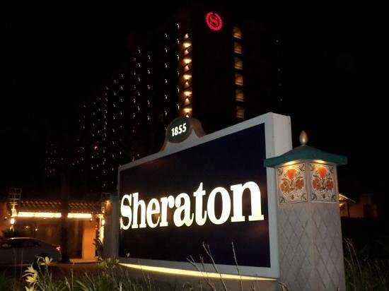 Sheraton Park Hotel at the Anaheim Resort: hotel from the front
