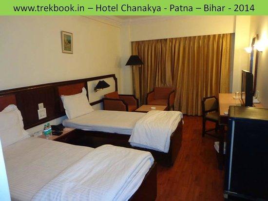 Hotel Chanakya: Room looks fine but stinks !