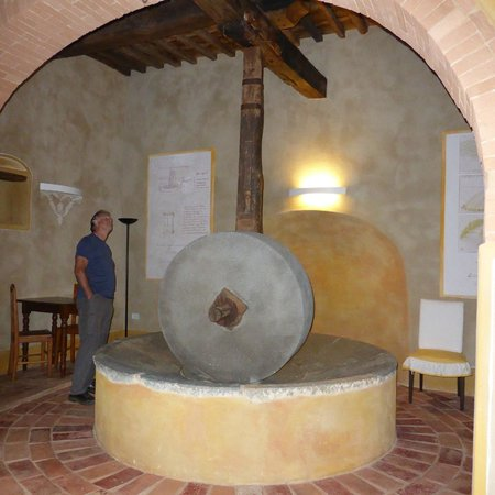 Borgo Petrognano: Next to the breakfast room, must have once been a mill!