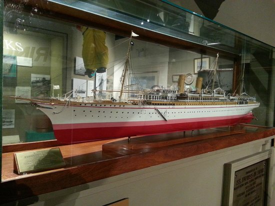 Vancouver Maritime Museum: model ship on display