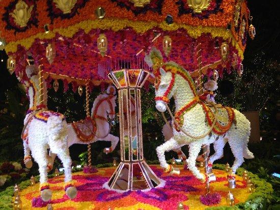 Wynn Las Vegas : Floral Carousel in Wynn Hotel