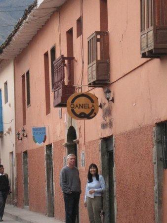 Qanela Restaurante : Front Entry