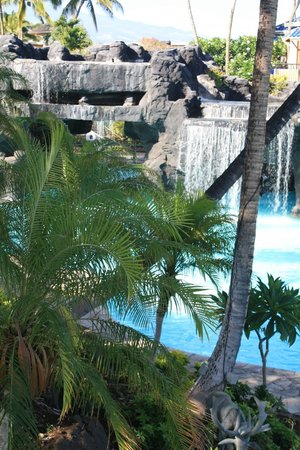 Hilton Waikoloa Village: The pool below the Lagoon Tower - one end has slides, waterfalls, and hot tubs in caves