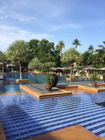 Marriott's Mai Khao Beach - Phuket: Enjoyed our time at the pool!