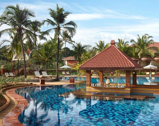 Caravela Beach Resort: Swim up Bar