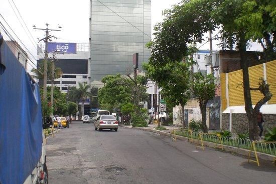 Kal Nawi Hotel: Looking South towards Alameda Franklin Delano Roosevelt