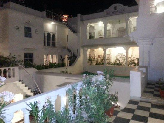 Jagat Niwas Palace Hotel: Inside the hotel premises