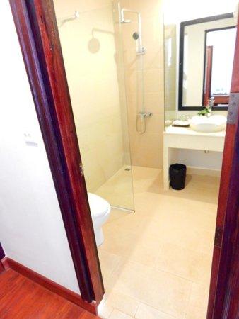 Apsara Centrepole Hotel: Bathroom