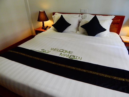 Apsara Centrepole Hotel : The nicely decorated bed