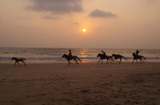 Sandoway Resort: view from our sunlounger on the beach of locals returning home at sunset