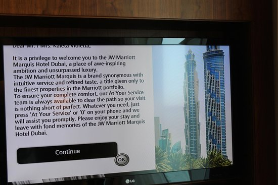 Dubai Marriott Harbour Hotel & Suites: TV in the room