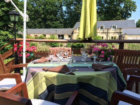 Auberge du Manet: Table de terrasse